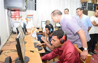 رئيس جامعة سوهاج يتابع امتحانات الطلاب المكفوفين بمركز نور البصيرة