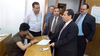 رئيس جامعة بورسعيد يتفقد امتحانات كليتى الحقوق والعلوم  صور