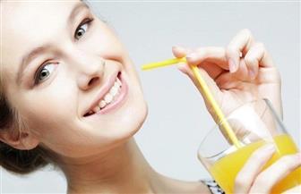 حظر أعواد تنظيف الأذن والماصات البلاستيكية في بريطانيا من العام المقبل