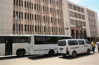 جامعة الزقازيق توفر وسائل نقل جماعية للمدرسين والطلاب بسبب ارتفاع درجات الحرارة | صور
