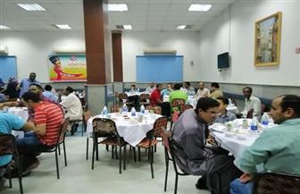 مركز أورام أسوان ينظم إفطارا جماعيا لرفع الروح المعنوية وتقديم خدمة جيدة للمرضي | صور