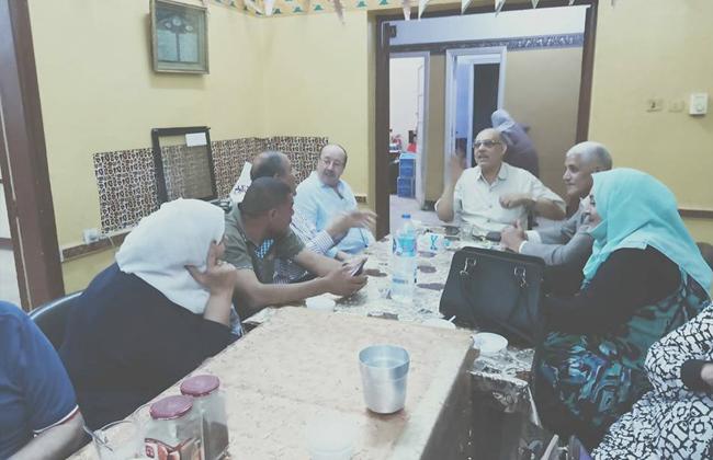 قيادات وكوادر  الحرية المصري  يشاركون نزلاء دار مسنين الإفطار ببنها |صور