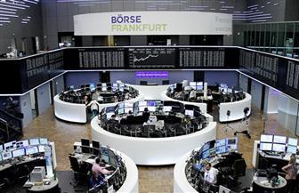 الأسهم الأوروبية تغلق منخفضة مع استمرار مخاوف التجارة لكنها تنهي الأسبوع على مكاسب