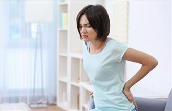 خبراء الصحة: أعمال التنظيف المنزلية بوضعية غير ملائمة يزيد خطر الإصابة بآلام الظهر
