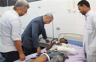 محافظ قنا يطمئن على المصابين في حادث الطريق الصحراوي بالمستشفى العام والجامعي  صور