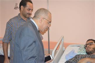 المحرصاوي يزور طالب حادث القطار بمستشفى جامعة الأزهر التخصصي | صور