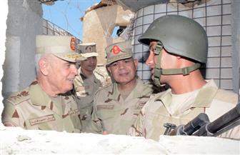 رئيس الأركان يتفقد قوات التأمين من القوات المسلحة والشرطة بشمال ووسط سيناء ويشاركهم تناول الإفطار   فيديو وصور