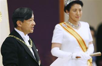 هتافات وصيحات تحية لإمبراطور اليابان الجديد