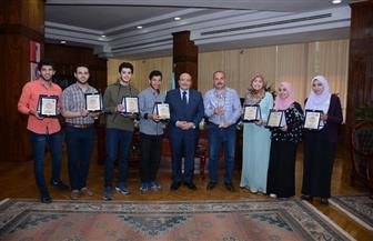 رئيس جامعة طنطا يكرم الطلاب الفائزين بكأس المركز الأول لعباقرة الجامعات   صور