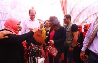 غادة والي ورئيس مجموعة البنك الدولي يزوران الوحدة الاجتماعية بقرية كوبانية بأسوان | صور
