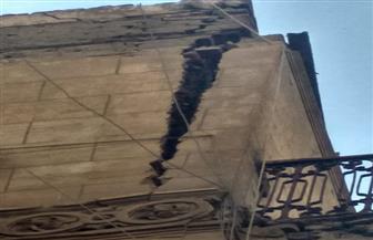 إخلاء عقار بالعطارين وسط الإسكندرية بسبب خطورته الداهمة