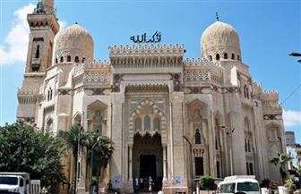 """بعد توقف ١٠٠ يوم.. محافظ الإسكندرية يشهد بثا مباشرا من """"أبو العباس المرسي"""" لإقامة صلاة الفجر"""