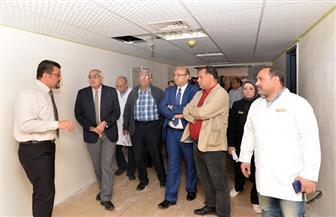 رئيس جامعة المنصورة يتفقد تجهيزات أحدث 8 كبسولات لزراعة النخاع بمركز الأورام | صور