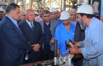 وزير النقل يتابع  صيانة وعمرات الجرارات والتجهيز اليومي لعربات الركاب بورش الفرز | صور