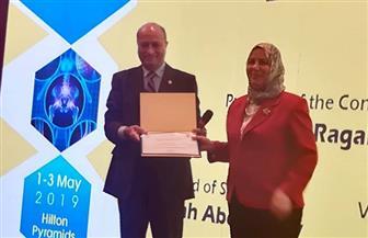 فوز رئيس قسم الباطنة بطب الأزهر بجائزة المؤتمر الدولي لأمراض المناعة والروماتيزم |صور