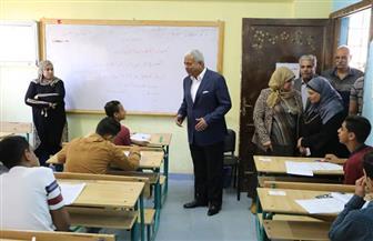 محافظ السويس يتفقد سير امتحانات الشهادة الإعدادية | صور