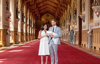 الأمير هاري وزوجته ميجان يقدمان طفلهما لوسائل الإعلام | صور