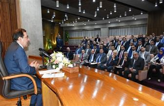طارق الملا: تعزيز الأمن والسلامة في صناعة البترول والغاز على رأس أولويات الوزارة | صور