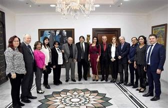 الأمير أباظة يهدي وزير الثقافة السوري ميدالية عروس البحر | صور
