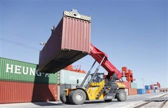 أمريكا تبدأ في تحصيل رسوم أعلى على السلع الصينية القادمة عن طريق البحر