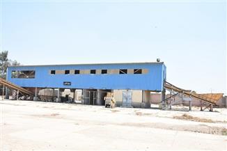 محافظ الشرقية يتفقد مصنع تدوير القمامة في أبوكبير لإعادة تشغيله | صور