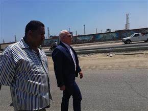 محافظ بورسعيد يتفقد أعمال الرصف والتجميل بمحيط كوبري الرسوة | صور