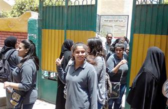 ارتياح بين طلاب الثانوية العامة بالغردقة عقب أداء امتحان اللغة الإنجليزية وشكاوى من الترجمة | صور