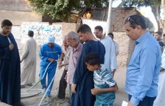 تحرير 30 مخالفة لرش الشوارع بالمياه بمركز دشنا بقنا | صور