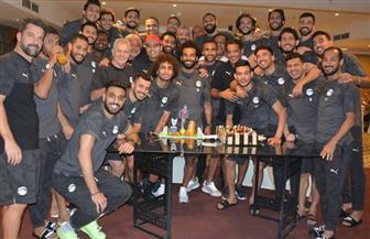 المنتخب يحتفل بمحمد صلاح والمحمدي في معسكر برج العرب | صور
