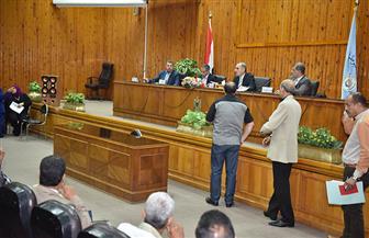 محافظ أسيوط يكرم مدير منطقة هيئة الأبنية التعليمية والمتميزين في دورات التنمية المحلية بسقارة| صور