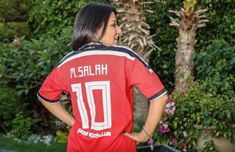 رانيا يوسف ترتدي قميص محمد صلاح | صور
