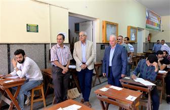 رئيس جامعة المنصورة يتفقد الامتحانات بكليات التجارة والحاسبات والحقوق وضبط ٧٣ حالة غش| صور