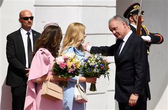 بالابتسامات والورد.. رئيسة سلوفاكيا الجديدة تتسلم مهام عملها بالقصر الرئاسى | صور