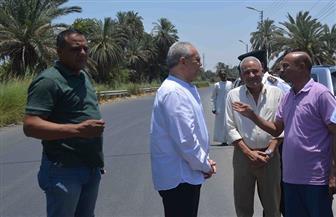 محافظ الأقصر يوجه بسرعة رصف الطرق بمدينة إسنا | صور