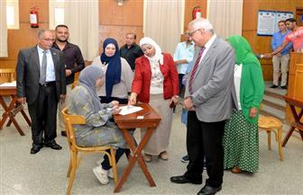 رئيس جامعة المنصورة يتفقد الامتحانات بكلية التمريض | صور