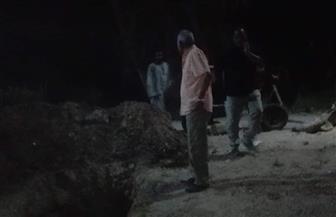 بعد قطع المياه عن المدينة بالكامل.. رئيس مدينة إسنا يتفقد خط طرد الصرف الصحي | صور