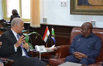 رئيس جامعة الإسكندرية يبحث سبل التعاون مع رئيس البرلمان التنزاني | صور