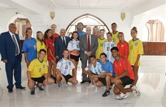 تقام للمرة الأولى.. محافظ جنوب سيناء يلتقي منظمي ولاعبي بطولة كرة القدم الشاطئية في شرم الشيخ |صور
