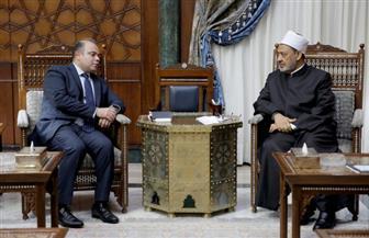 الإمام الأكبر يبحث مع رئيس البورصة مبادرات لرفع الوعي المالي والاقتصادي في المجتمع | صور