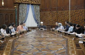 الإمام الأكبر لطلاب الدراسات الإسلامية بالجامعات الأمريكية:على المسلمين في الغرب الاهتمام بالقيم الإنسانية