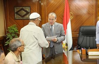 محافظ كفر الشيخ يسلم 14 عقد تقنين لأراض من أملاك الدولة | صور