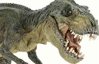 شاهد.. ديناصور العصر الجوراسي يجذب الأطفال والسياح في مقاطعة لوفانج الصينية