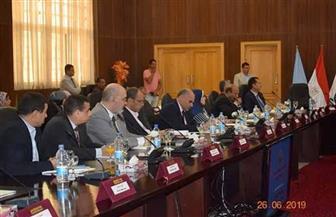 اجتماع لمجلس جامعة جنوب الوادي بديوان عام محافظة البحر الأحمر | صور