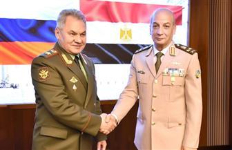 """وزير الدفاع يعود إلى القاهرة بعد زيارة لروسيا شهدت """"مباحثات ٢+٢"""" وافتتاح معرض للأسلحة"""