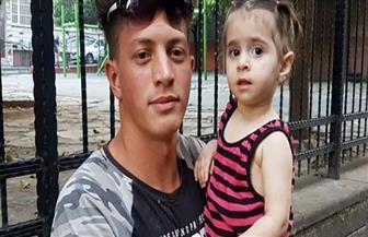 شاب جزائري ينقذ طفلة سورية من الموت بعد سقوطها من الطابق الثانى | فيديو