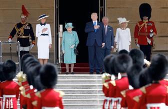 الملكة إليزابيث ملكة بريطانيا تستقبل ترامب في قصر بكنجهام | صور