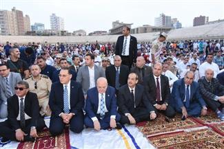 محافظ الشرقية والقيادات التنفيذية يؤدون صلاة عيد الفطر بإستاد الزقازيق