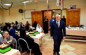 محافظ بورسعيد يقدم التهنئة لنزلاء دار المسنين بمناسبة عيد الفطر ويشاركهم وجبة الإفطار