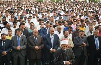 الآلاف يؤدون صلاة عيد الفطر بمسجد الميناء بالغردقة| صور