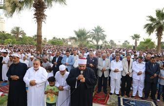 محافظ السويس يؤدي صلاة عيد الفطر بساحة الخالدين بحي فيصل| صور